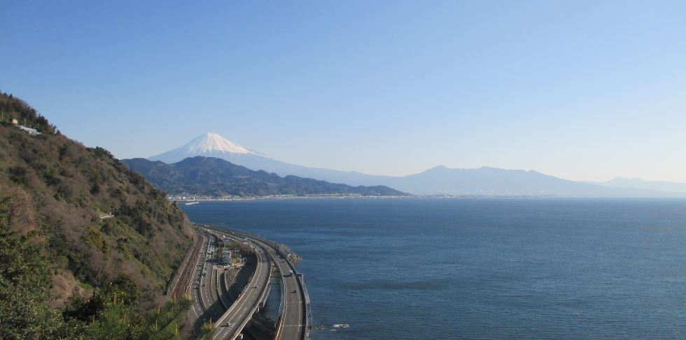 さった峠から富士山と駿河湾を望む